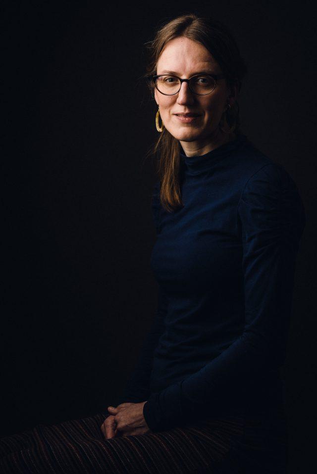 Stijlvol en klassiek portret van een vrouw