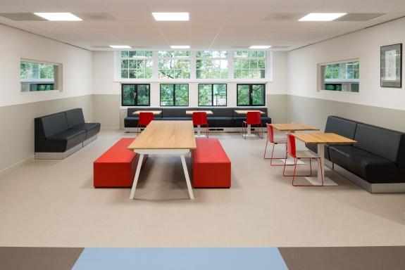 Interieurfotografie van een modern schoolgebouw