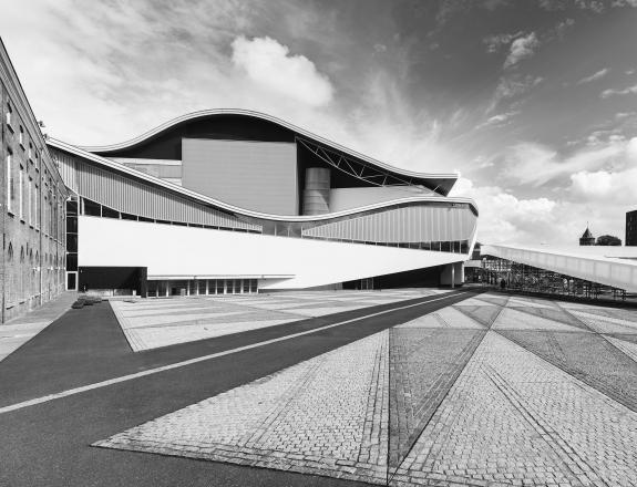 Zwart wit foto van het Chassetheater in Breda
