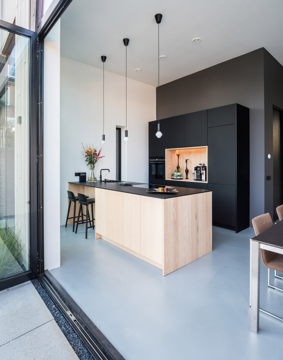 Interieurfoto van een onder architectuur gebouwde woning in Woerden