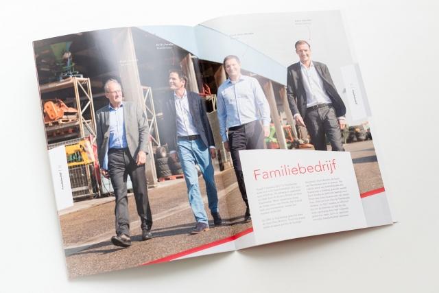Portretfoto van een directie gedrukt in het bedrijfsmagazine