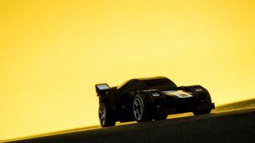Productfotografie van een zwarte Ferrari van Lego