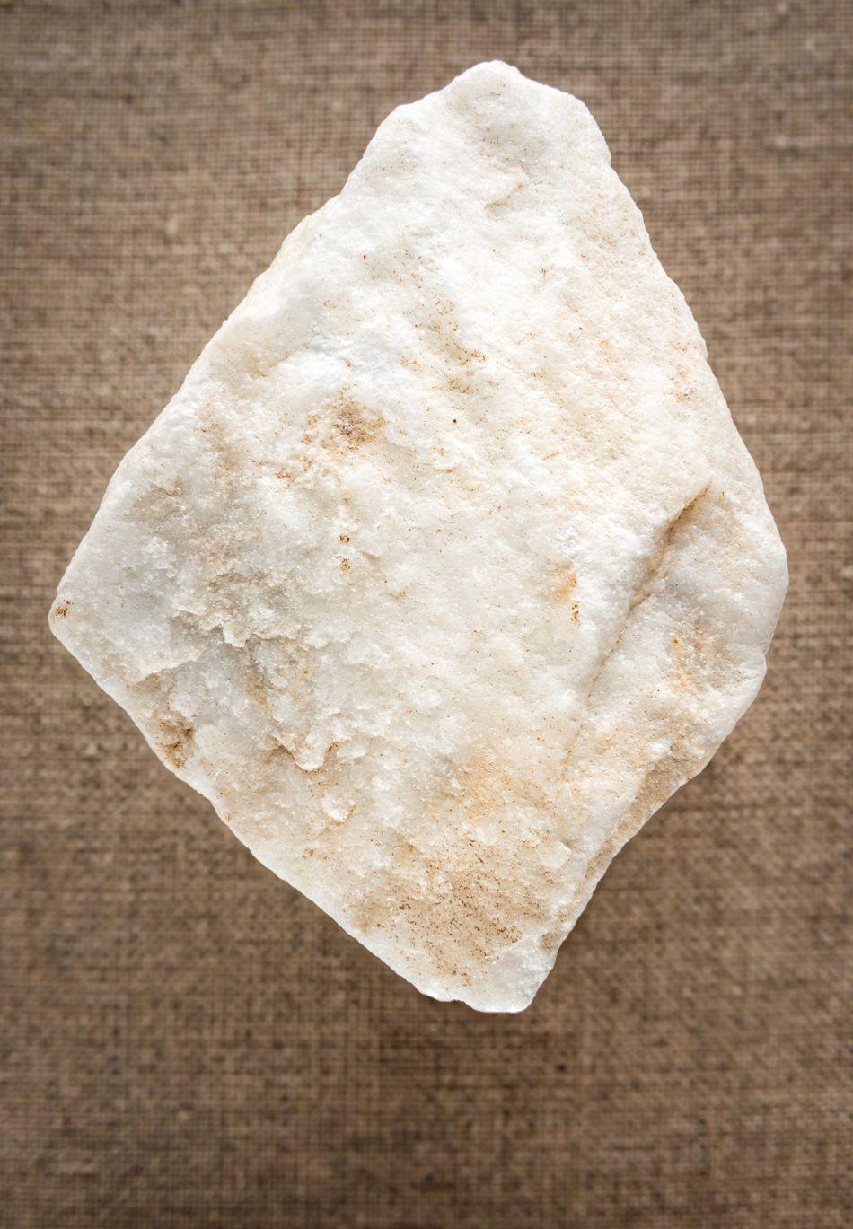 Productfoto van een stuk marmer uit Carrara (Italië)